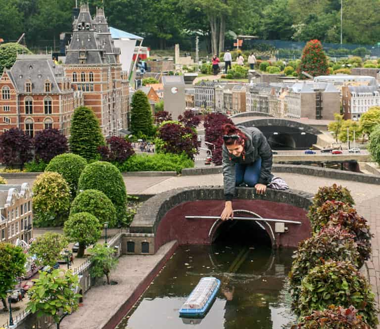Article on how to travel as a student:Miniature town of Madurodam in the Hague, the Netherlands