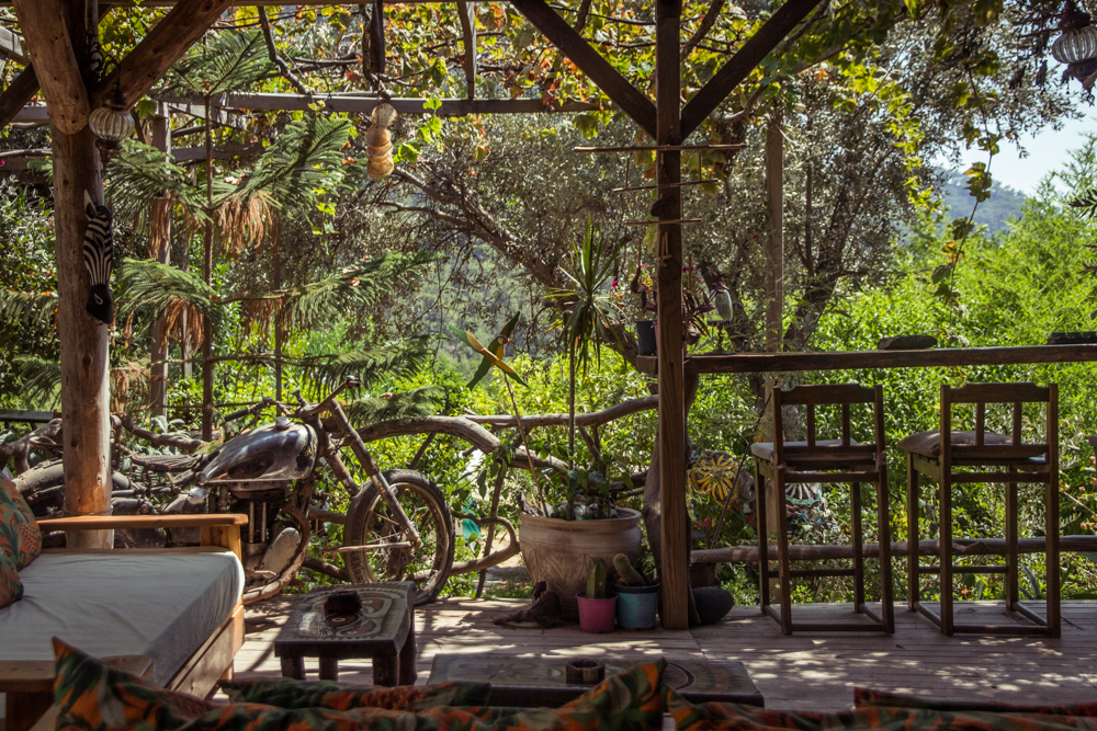 Bar/lounge area with lots of wooden elements with a view towards the jungle Kabak Valley