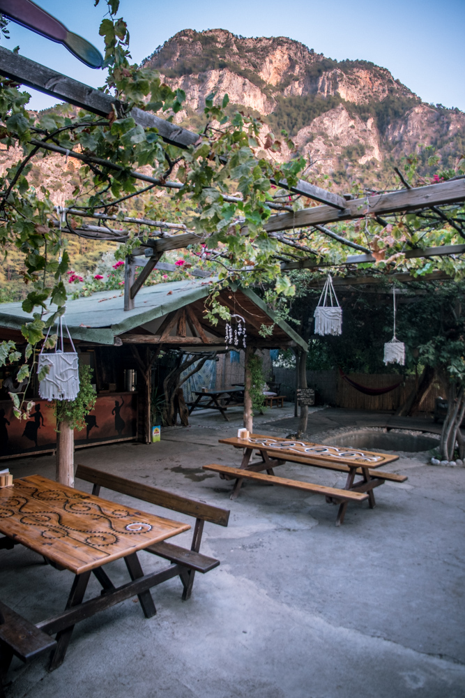 A vertical panorama of Sultan Camp's dining/breakfast area. Tables with view towards the mountain.